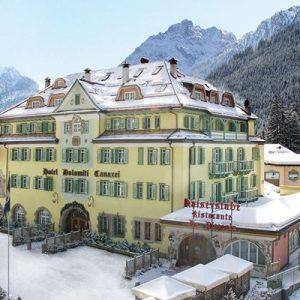 Schloss Hotel & Club Dolomiti Canazei